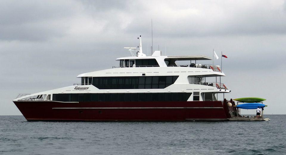 Discovery Catamaran - Small ship Panama Canal cruise