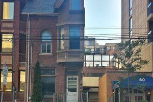 Toronto's half house at 54½ St. Patrick St.