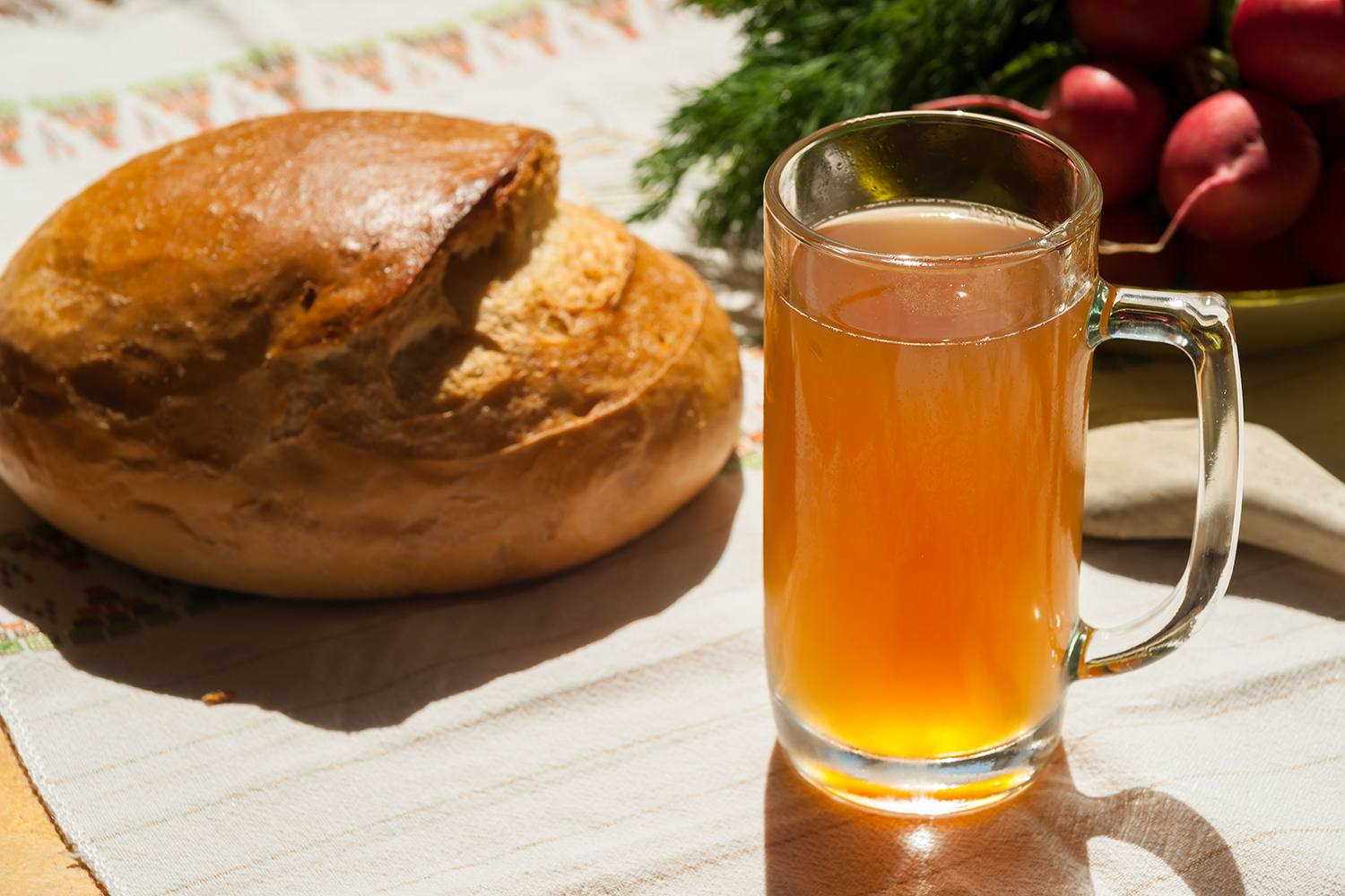 Cold kvass from rye bread
