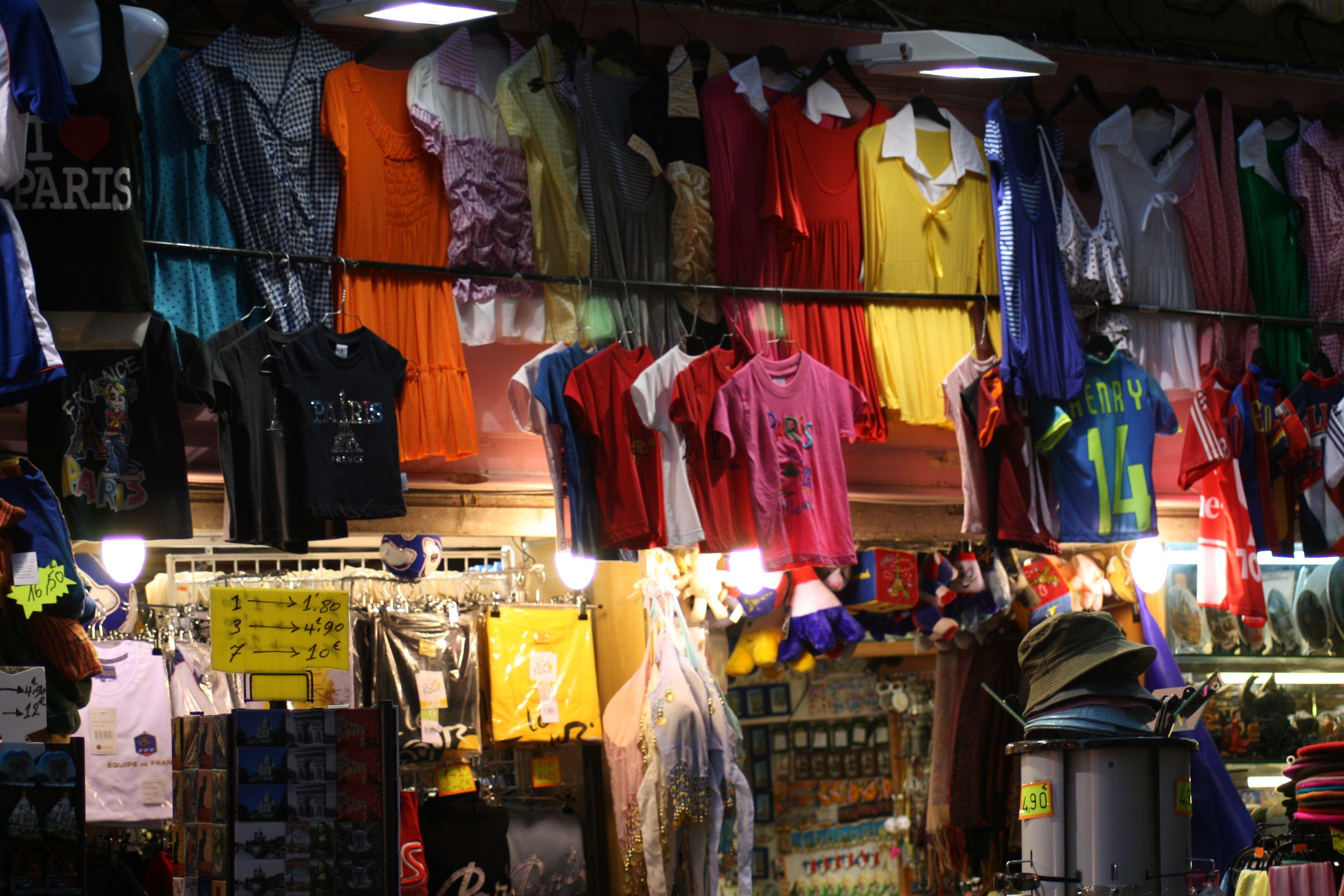 ¿Piensa que este puesto de souvenirs ofrece los mejores precios? Aquellos que no buscan el mejor recuerdo pueden estar cayendo en una gran estafa de recuerdos