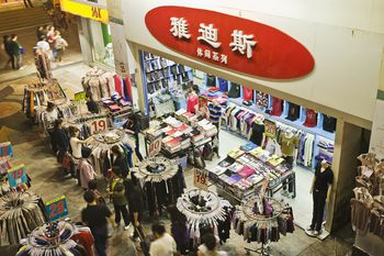 8a939575b Shopping for Fakes in Hong Kong