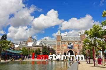Rijksmuseum (National Museum) and 'I amsterdam' logo in Museumplein