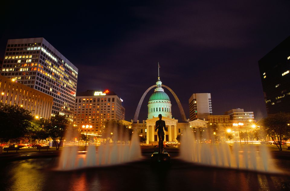 El centro de St. Louis en la noche