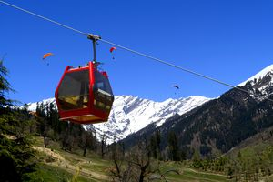 A cable car in Solang Valley