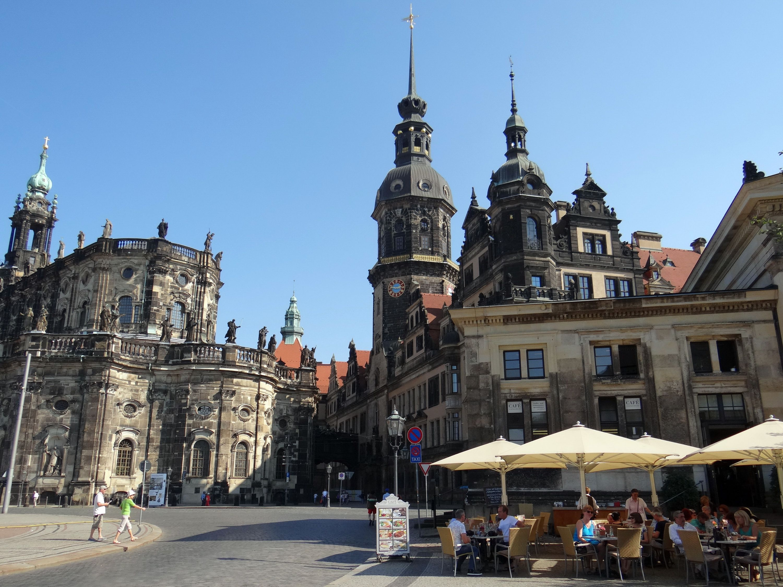 Catholische Hofkirche with the Dresden Castle