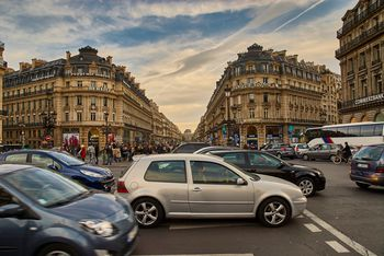 do you tip taxi drivers in paris