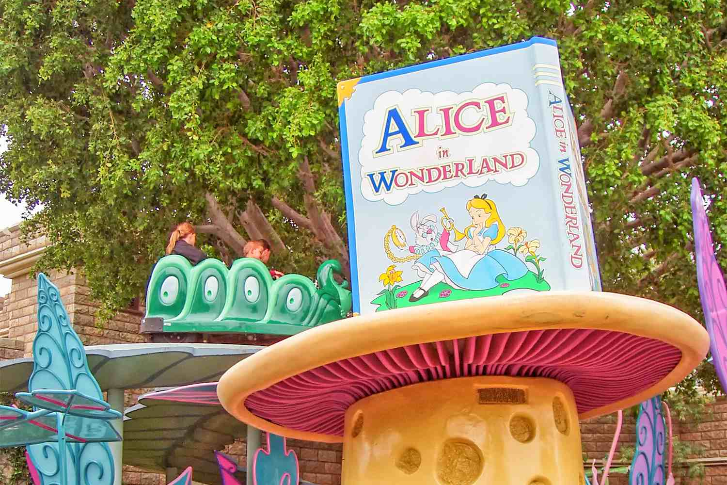 alice in wonderland at disneyland things to know