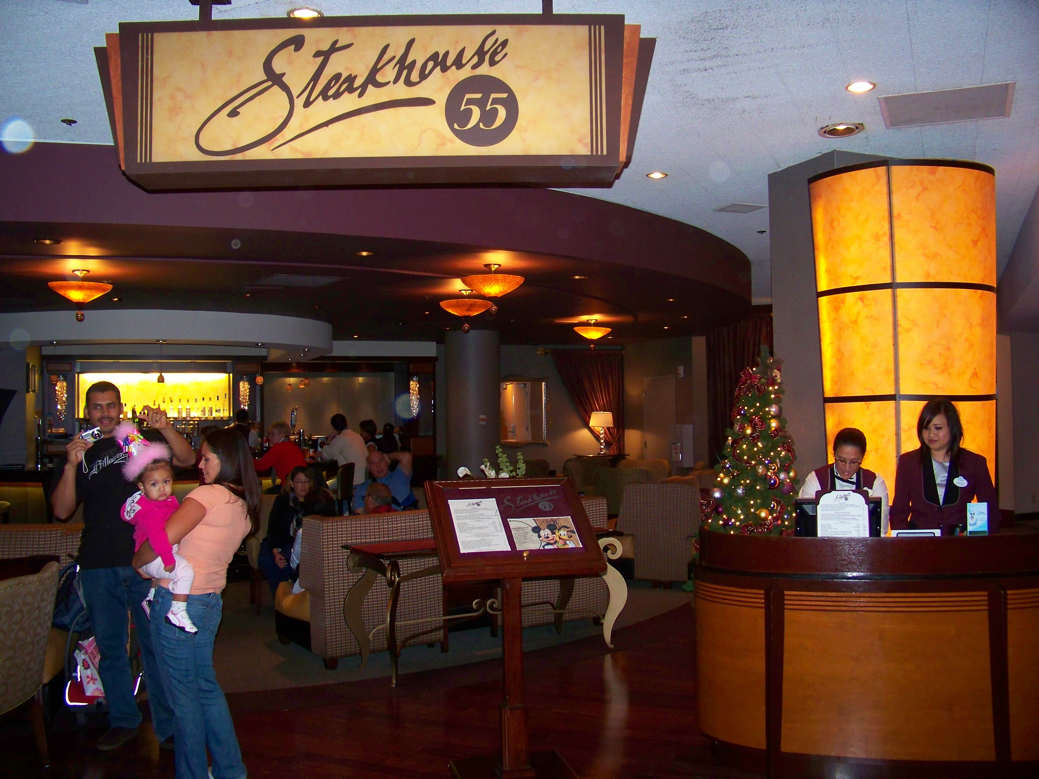 Entrada de Steadkhouse 55 en Disneyland Resort