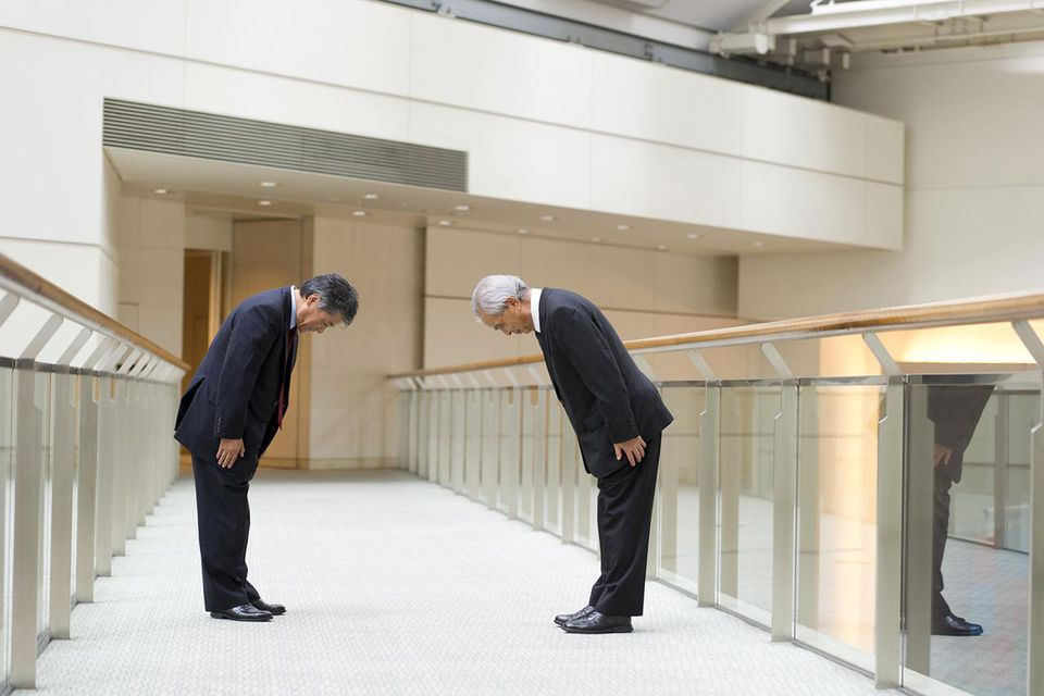 The facts on how to bow properly in japan japanese business m4hsunfo
