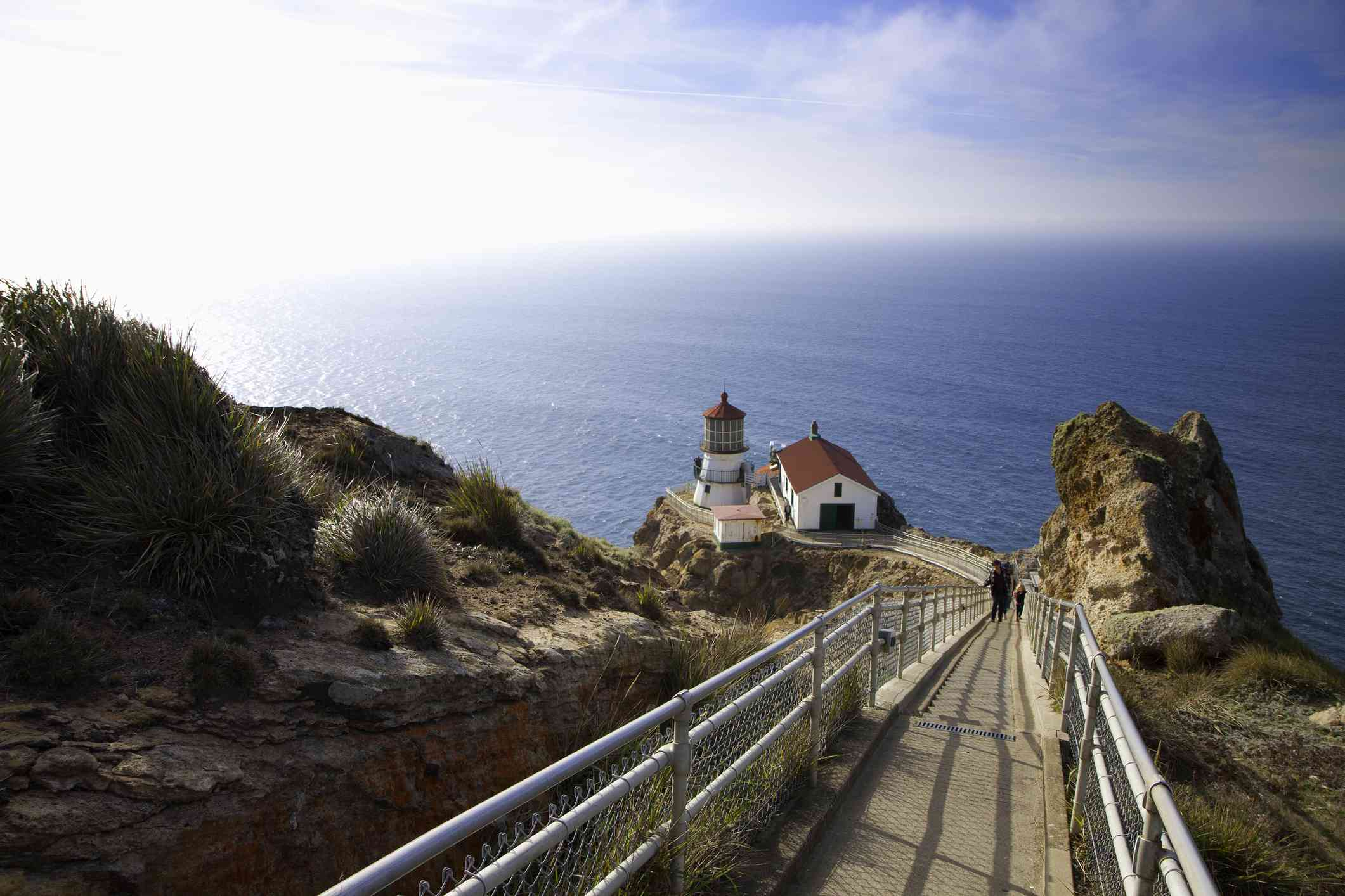 Faro de Point Reyes en la costa, Condado de Marin, California, Estados Unidos - foto de stock