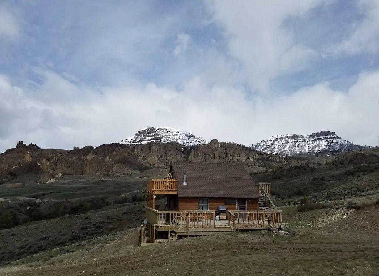 Mountain-View Cabin Near Cody