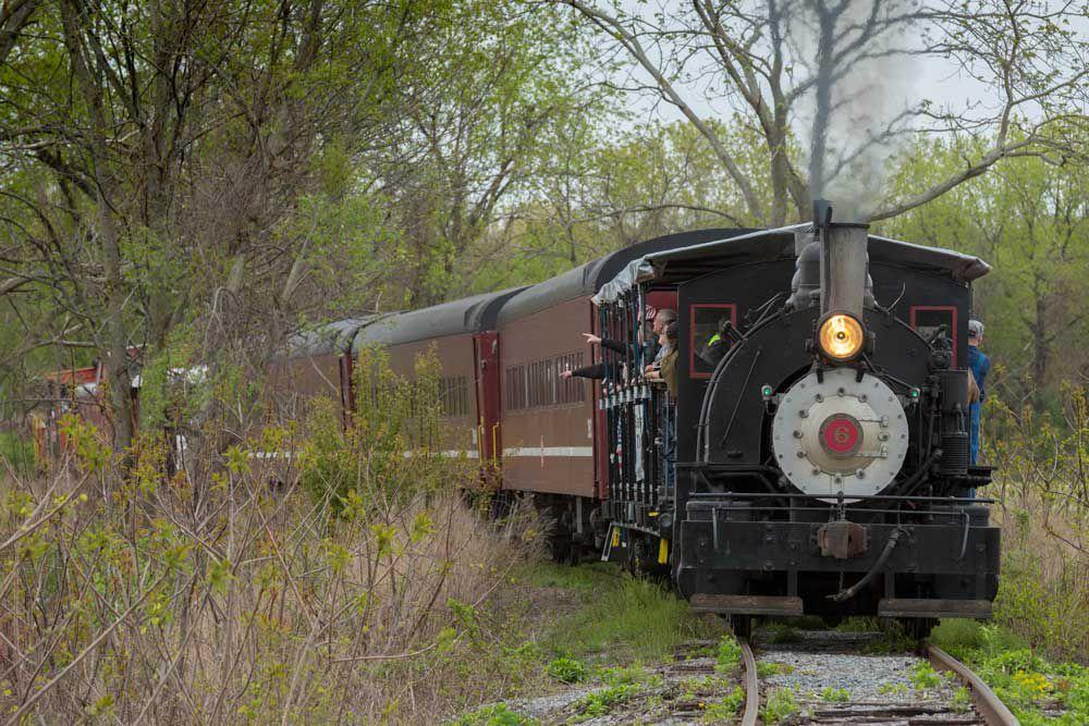 Catskill Mountain Railroad train rounding curve in the track