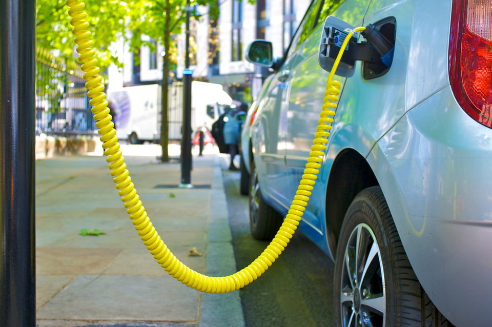 How to Find Electric Vehicle Charging Stations When You Travel