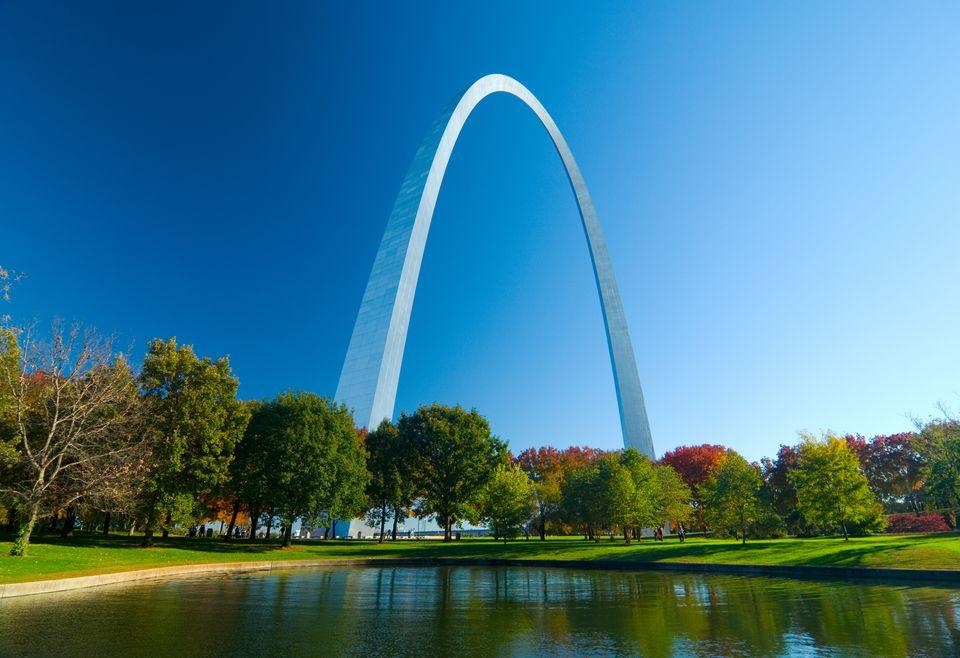 St. Louis Gateway Arch y Lago