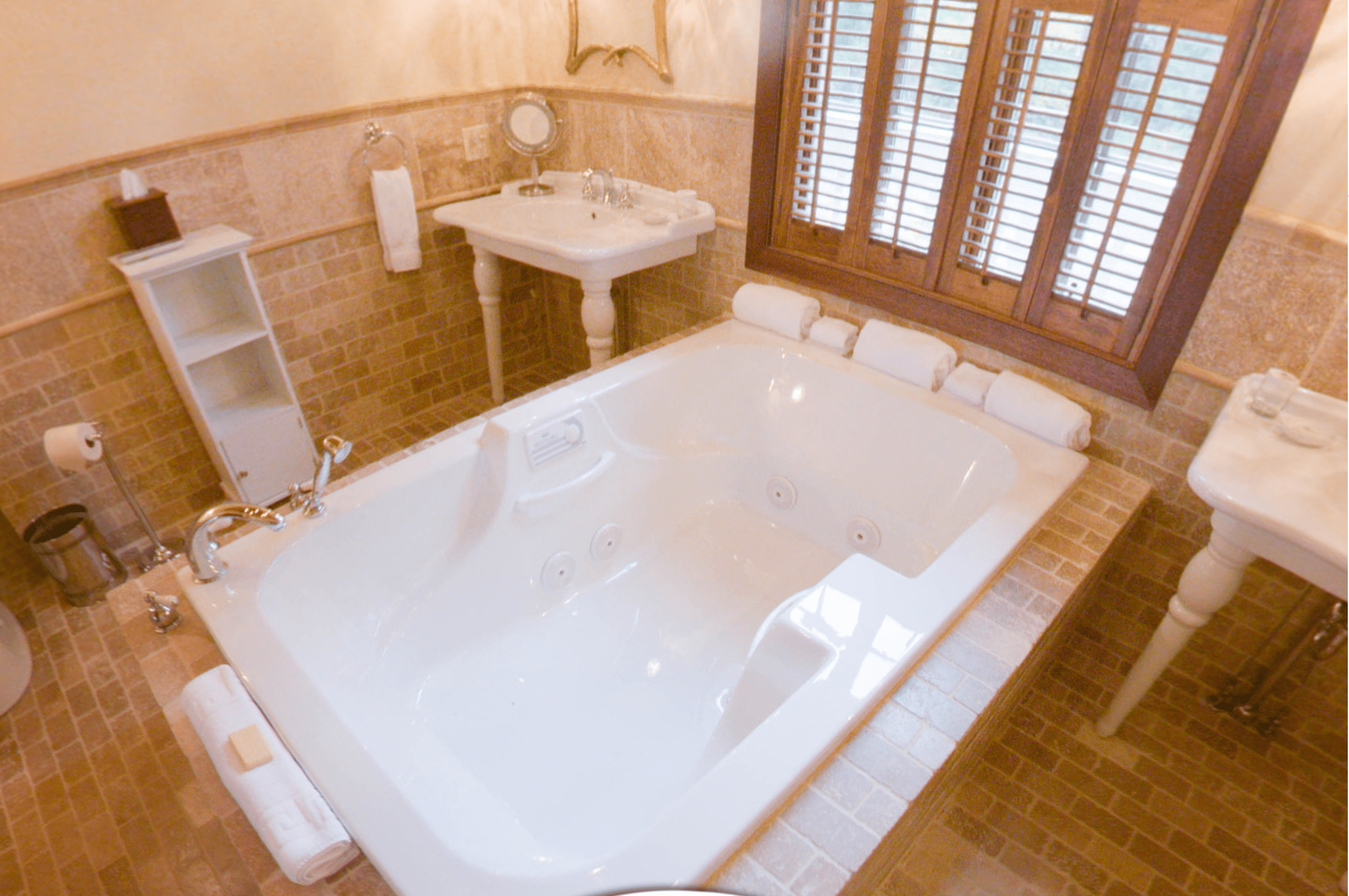 Hotels With Big Bathtubs For Traveling Couples