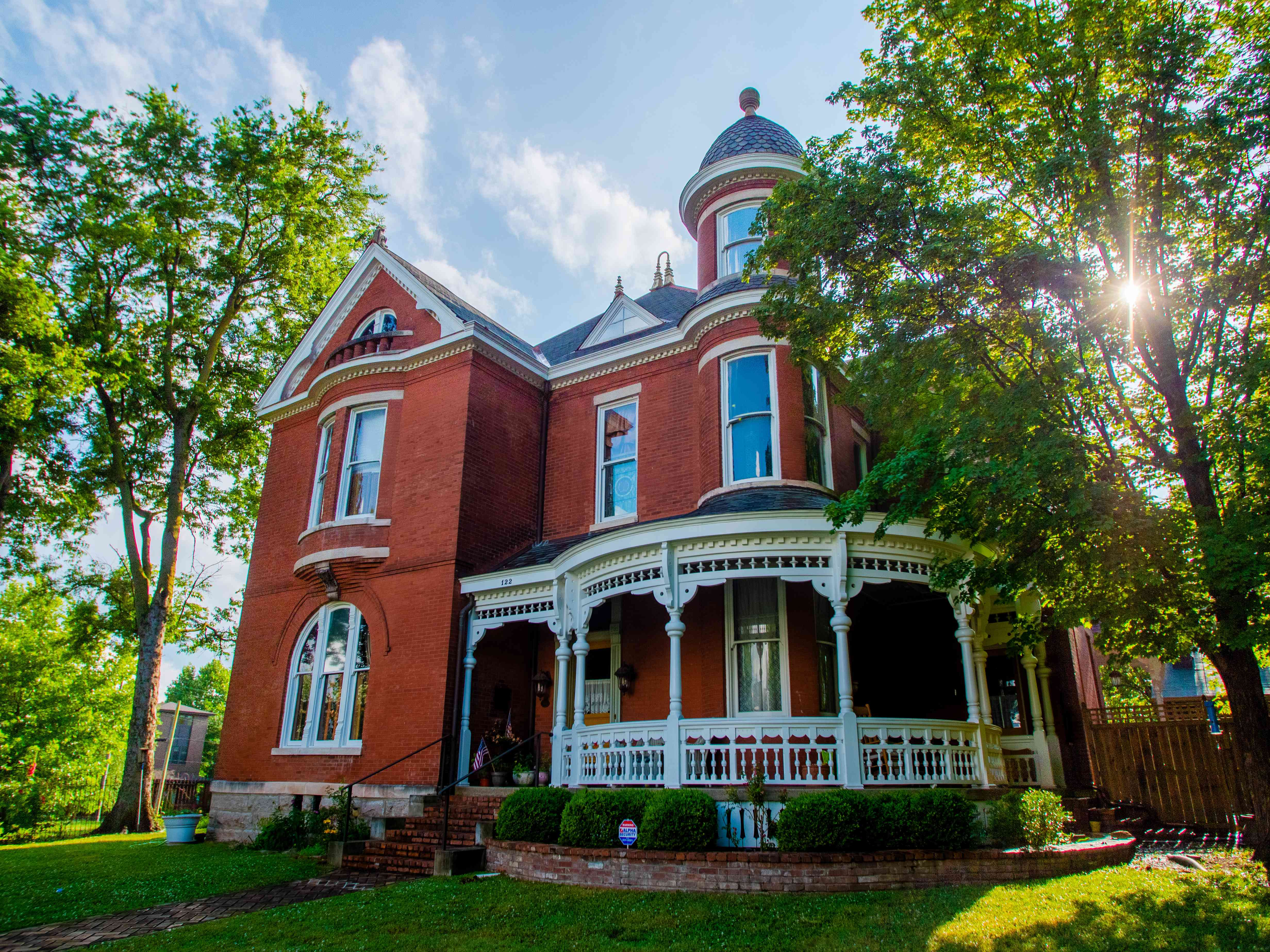 Nashville's Best Historical Homes on williamsburg brick house, brick colonial house, brick home tx, brick webster house, brick victorian house, brick buildings in winter, brick house golf sc,