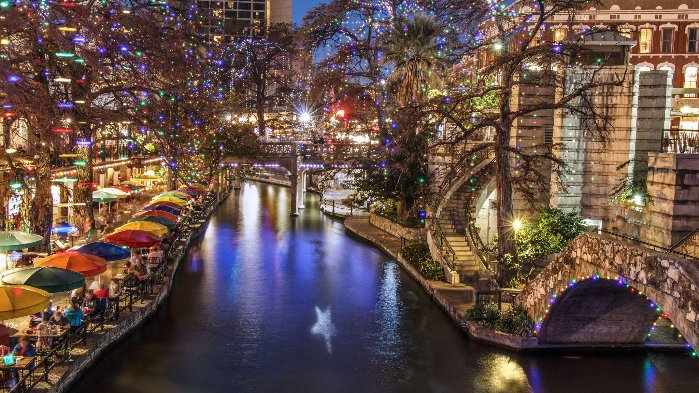 San Antonio Riverwalk On Christmas Day 2021 San Antonio S River Walk At Christmas
