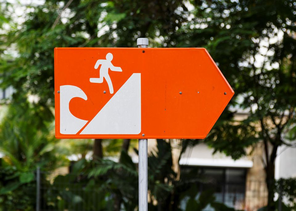 Tsunami evacuation directional sign
