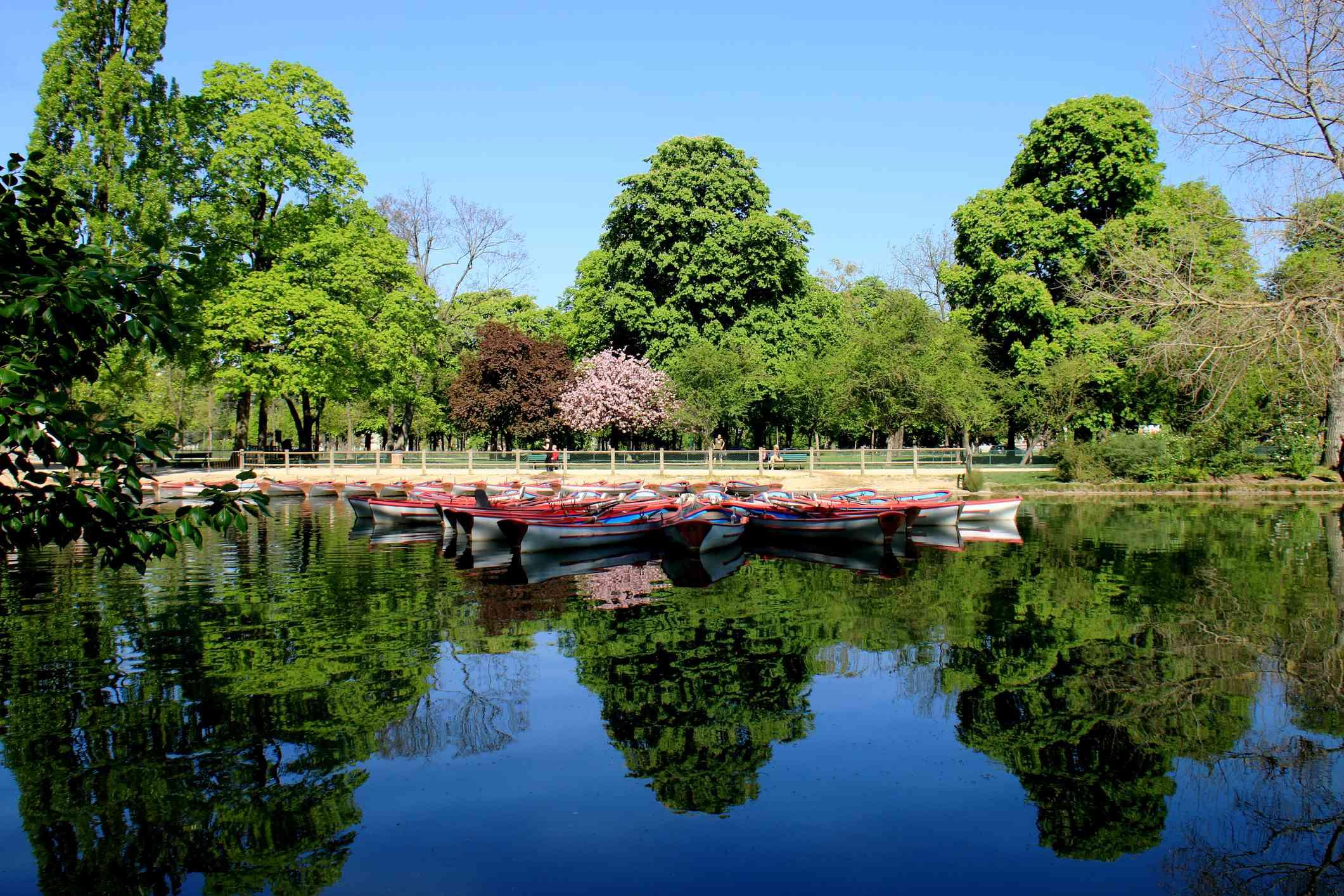 Bois de Vincennes, Paris, artificial lake