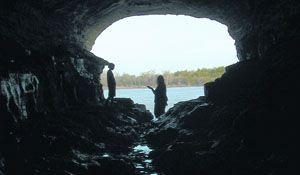 people-at-historic-cave-at-cave-in-rock-state-park-cave-in-rock-credit-cave-in-rock-state-park.jpg