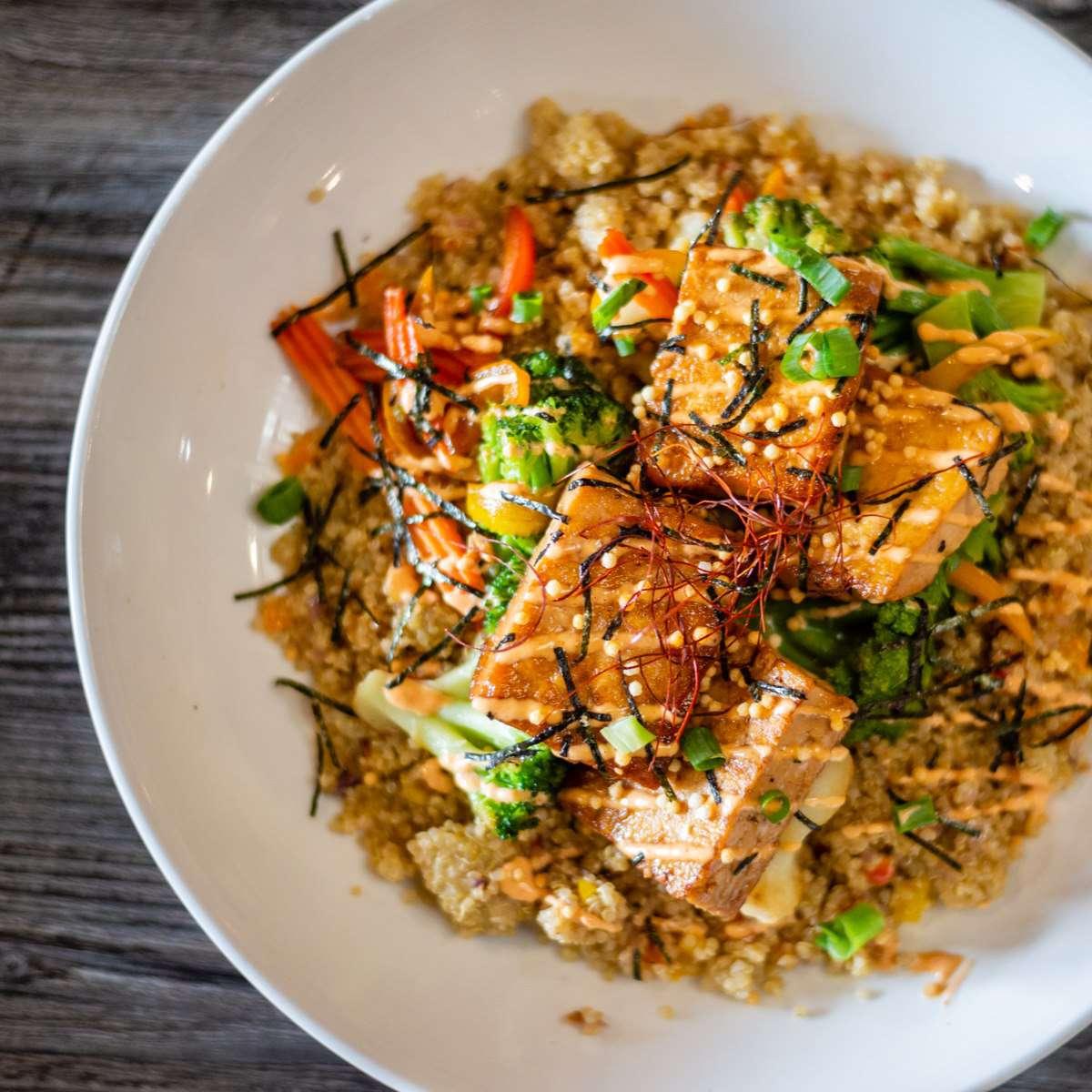 Quinoa with broccoli, tofu, carrots, sesame seeds and nori flakes