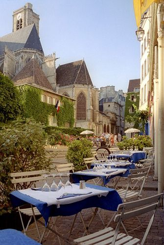 Can you believe this lush terrace cafe is right in Paris?