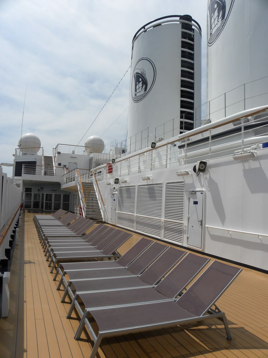 Rows of outdoor deck chairs on the Nieuw Amsterdam cruise ship