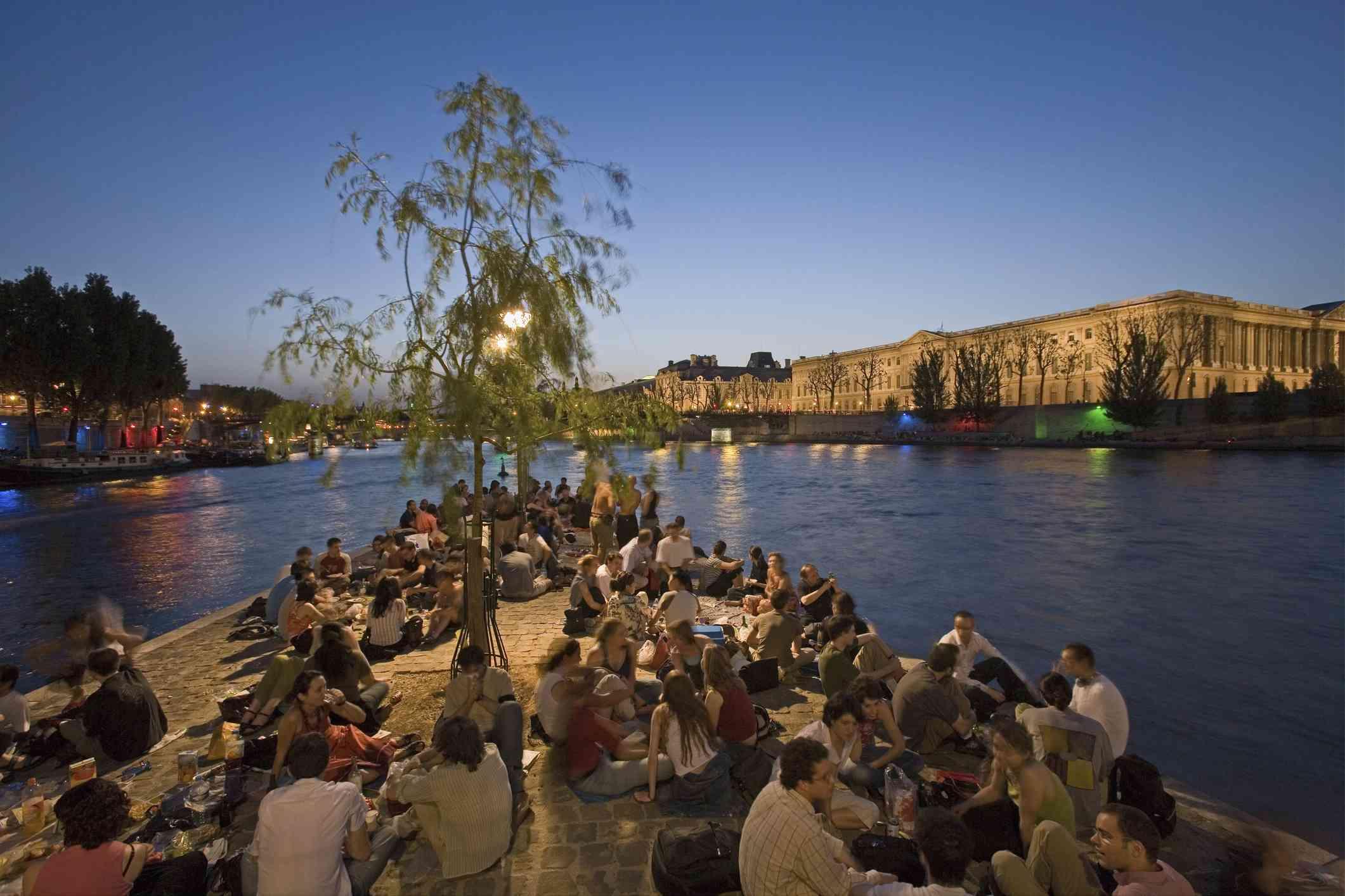 Seine picnic evening