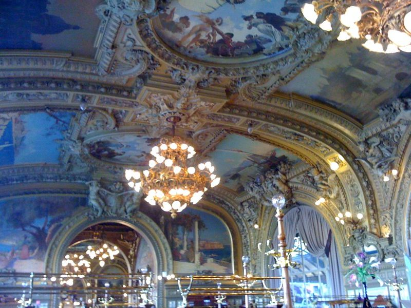 Le Train Bleu restaurant at Gare de Lyon offers a gorgeous setting.