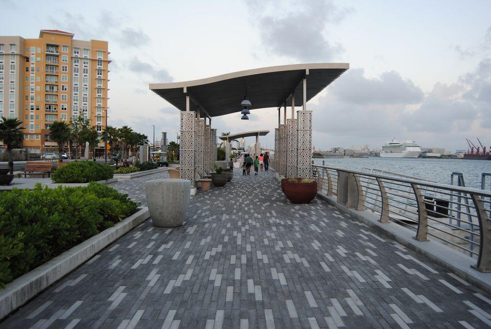 Paseo del Puerto at Bahía Urbana Park
