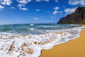 Surf and sand at Polihale Beach, Polihale State Park, Island of Kauai