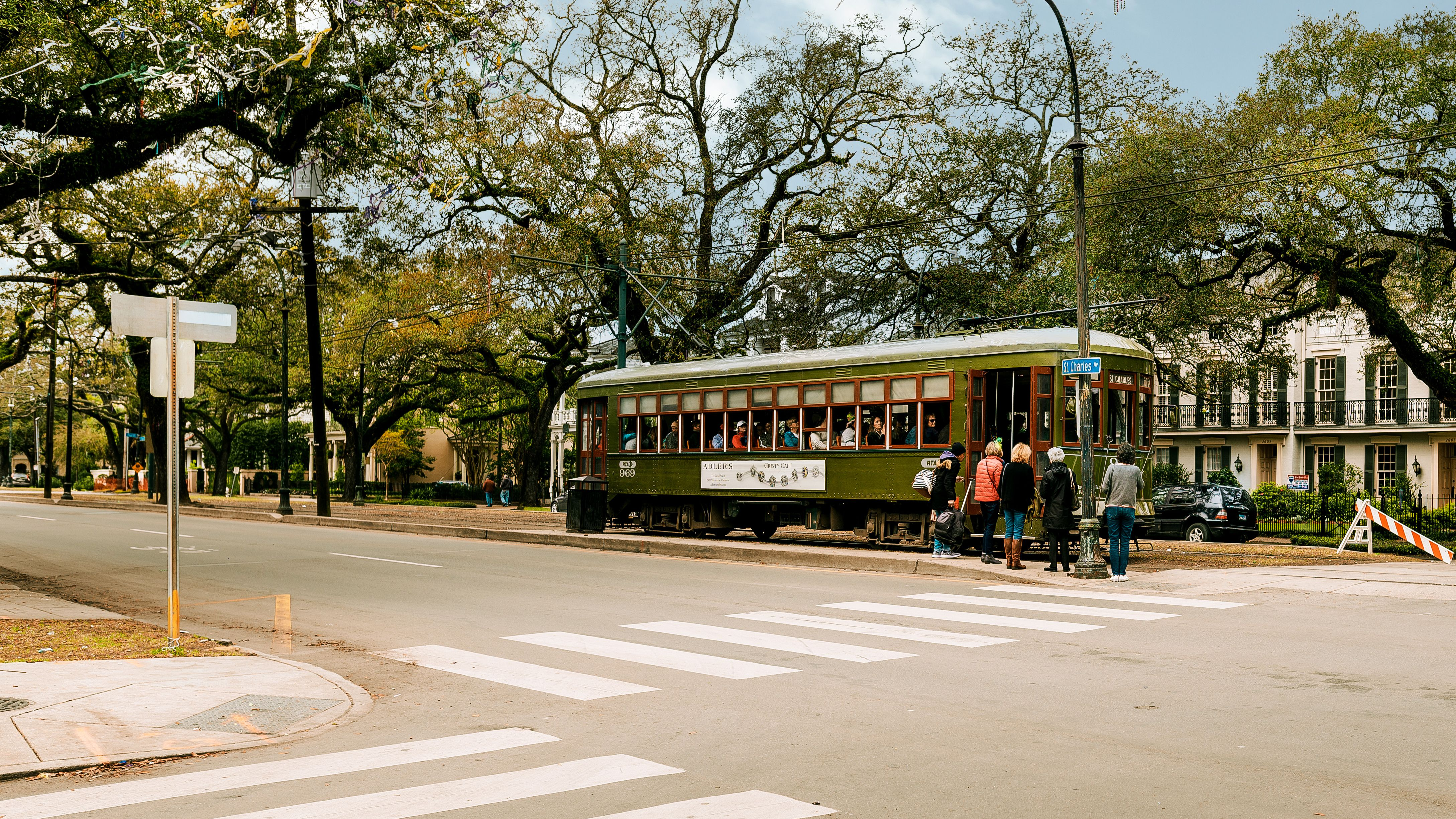 How to Take the Streetcar in New Orleans