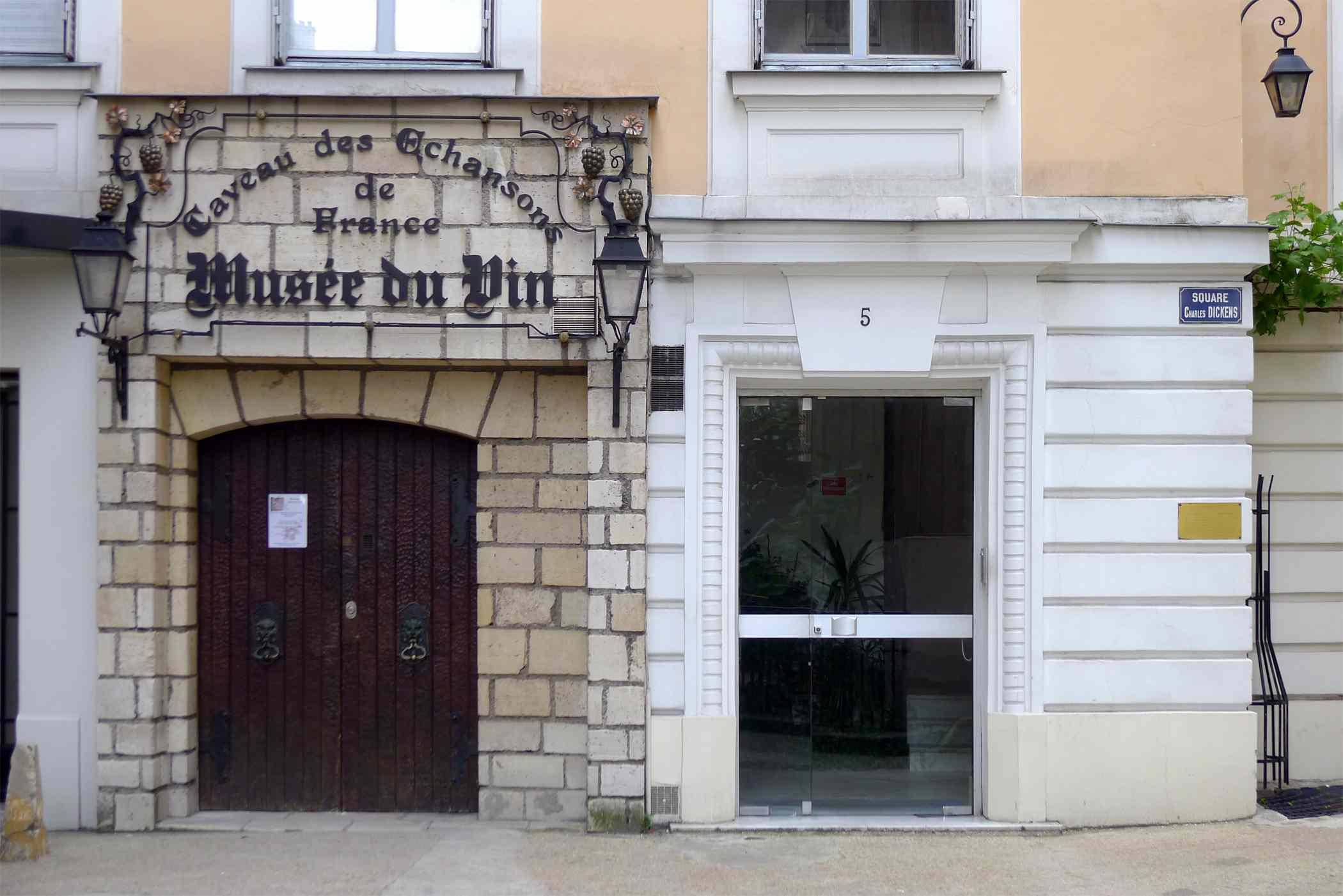 P1180770_Paris_XVI_mus-e_du_vin_sq_Ch-Dickens_rwk.jpg