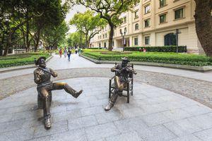 Statues playing violins, Shamian Island, Guangzhou, China