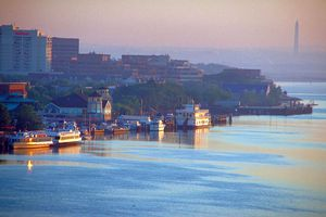 alexandria-waterfront-w-washington-memorial.jpg