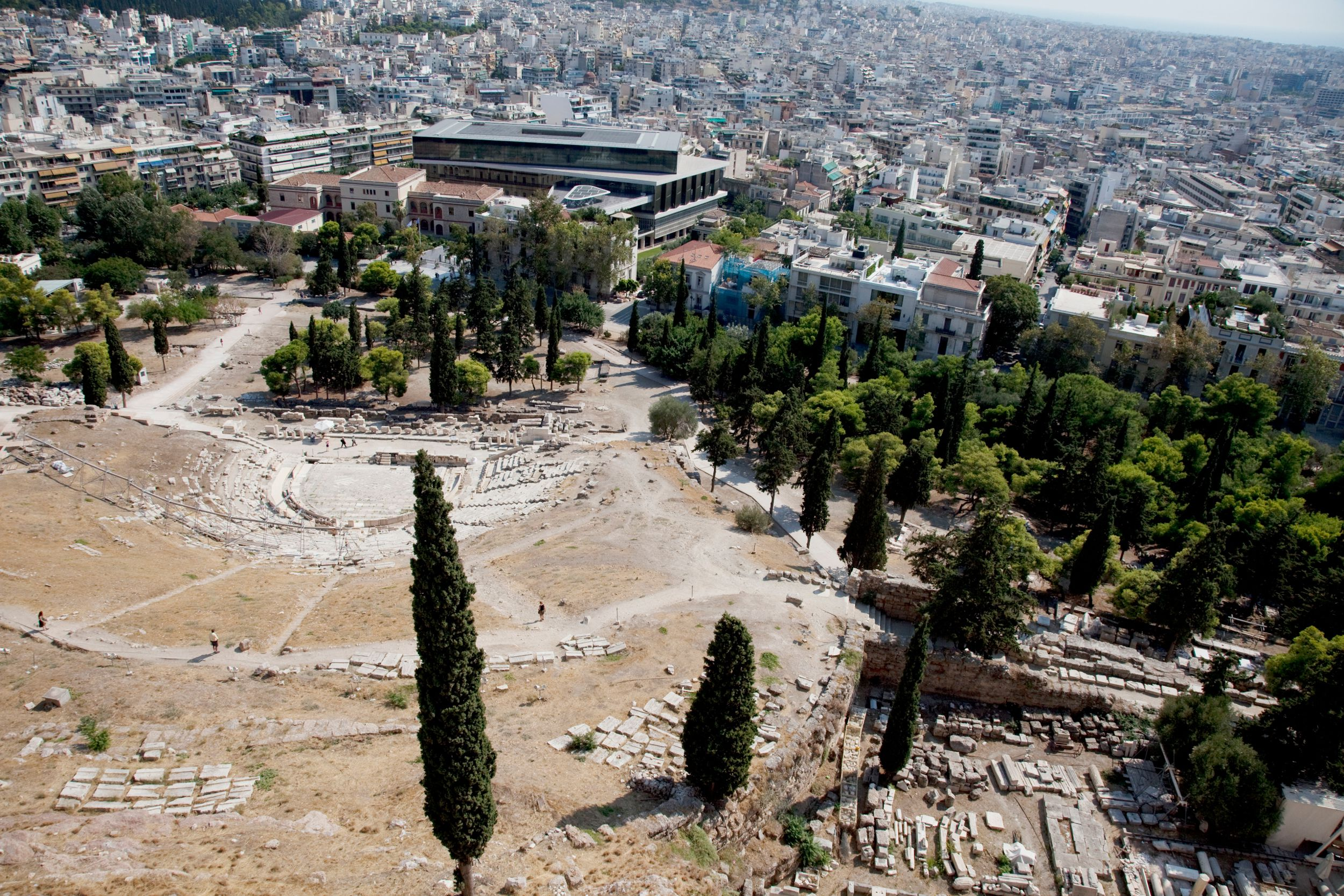 Vista del Teatro de Dionisio es un gran teatro al aire libre y uno de los primeros conservados en Atenas. Fue utilizado para festivales en honor del dios Dioniso, construido en 534 a. C.