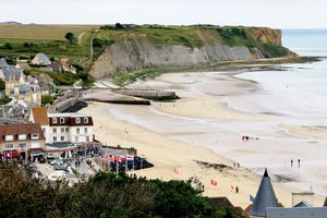 Beaches of the d day - Mulberry artificial harbor in Arromanches