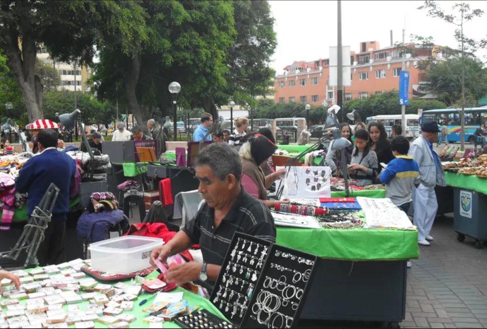 Mercado de Pulgas in Miraflores, Lima
