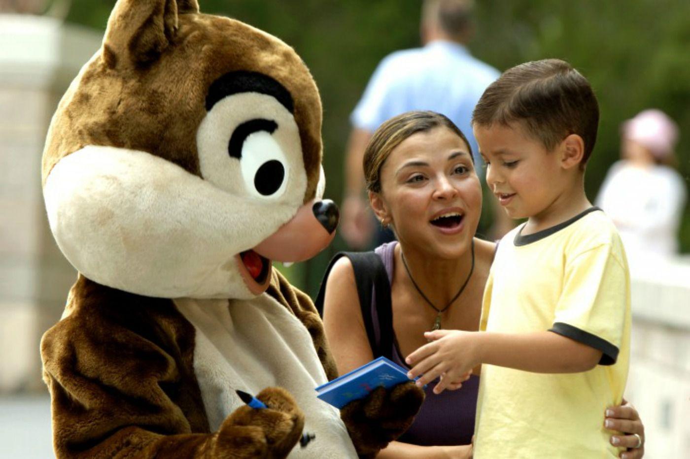 Autógrafo de Disney Chip y Dale para un niño
