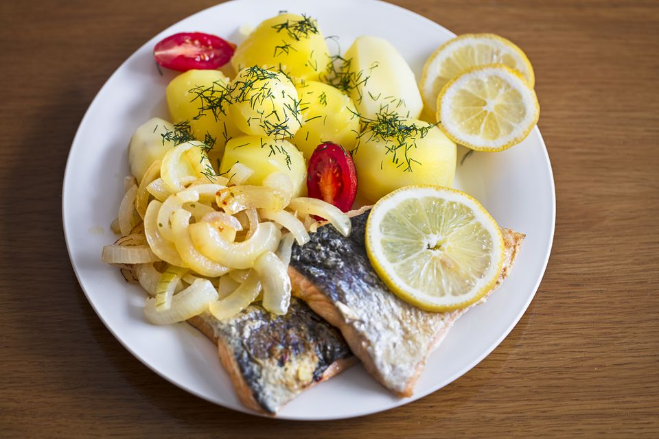 Smoked salmon with potatoes and onions