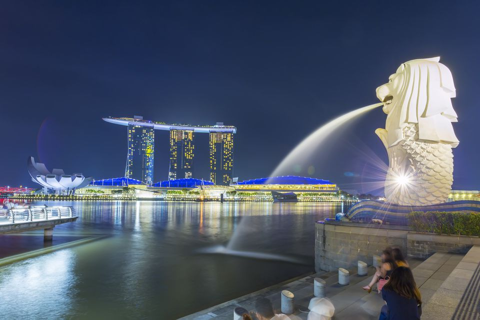 Merlion statue fountain in Merlion Park, Singapore, with Marina Bay Sands in background Singapore