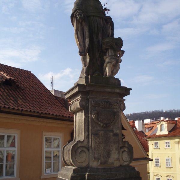 San Nicolás de Tolentino en el Puente de Carlos Praga