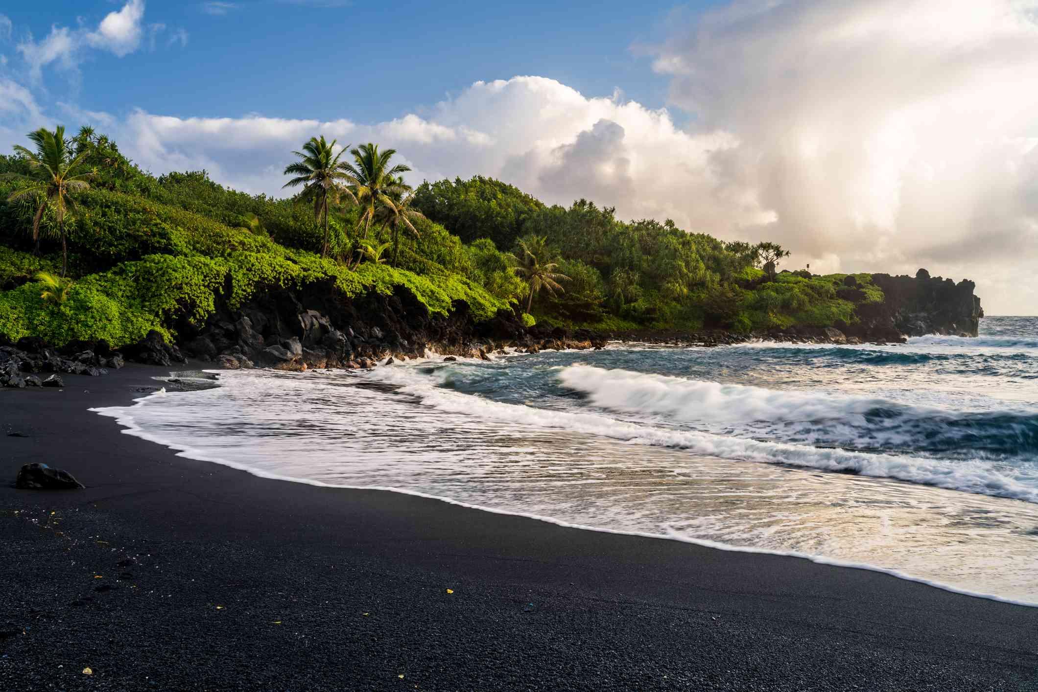 Playa de Waianapanapa en Maui, Hawái