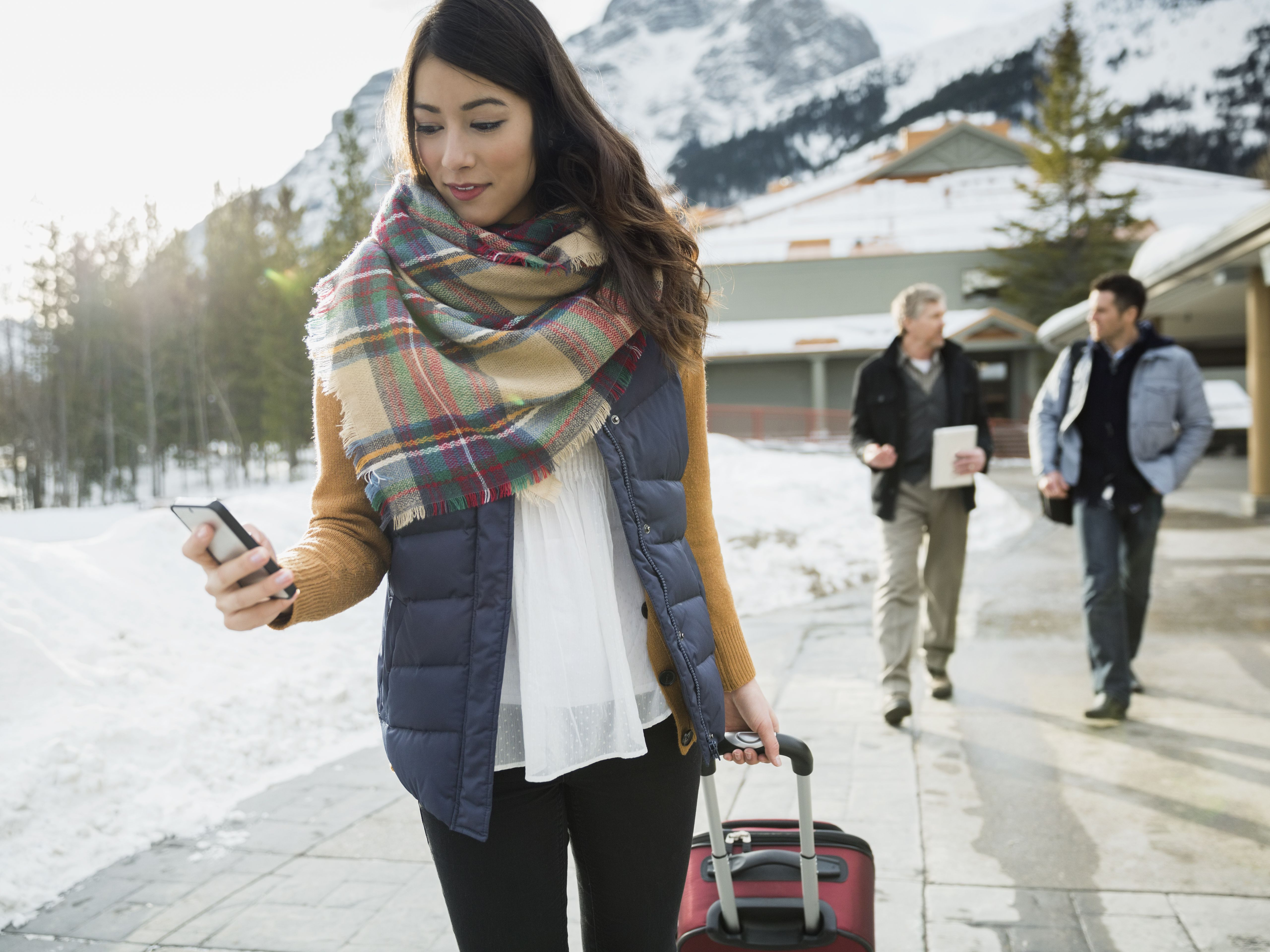 Tips to Avoid Cell Phone Roaming Charges in Canada