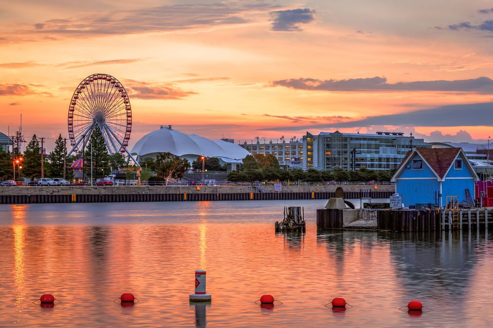 Sunrise, Navy Pier, Chicago, Illinois, America