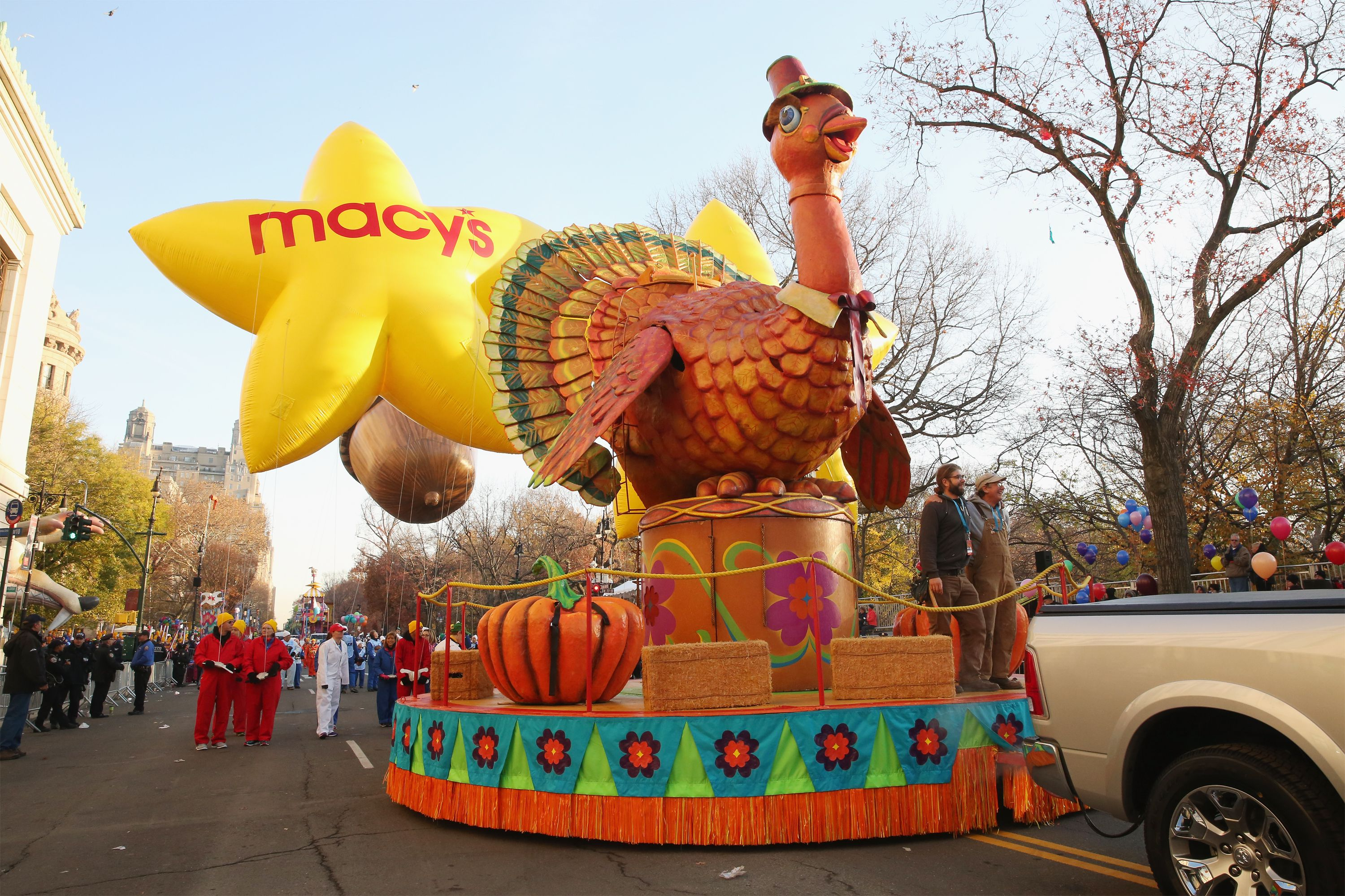 Macys Hours Christmas Eve 2019.2019 Macy S Thanksgiving Day Parade Visitors Guide