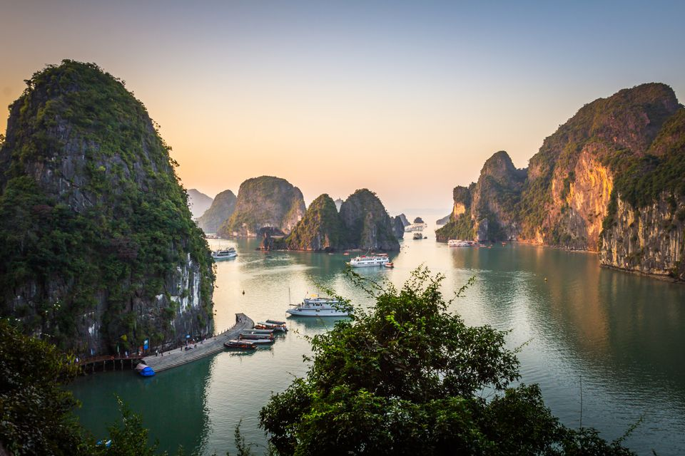 How to book a package tour to ha long bay vietnam evening in ha long bay from sung sot cave solutioingenieria Images