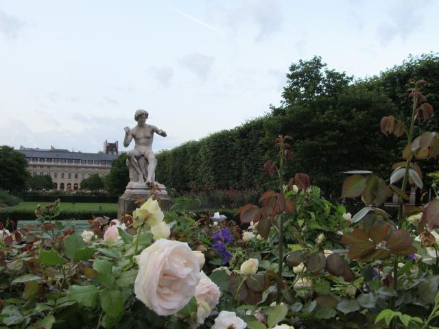 Palais Royal middle scupture garden