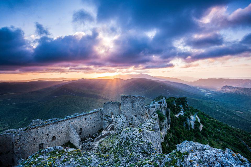 Chateau Peyrepertuse al amanecer
