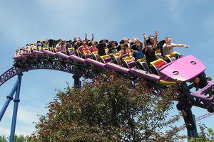 Bizarro roller coaster in Six Flags New England